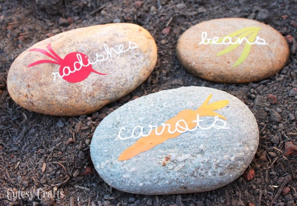 Vinyl DIY Garden Markers with Free Silhouette Cut File