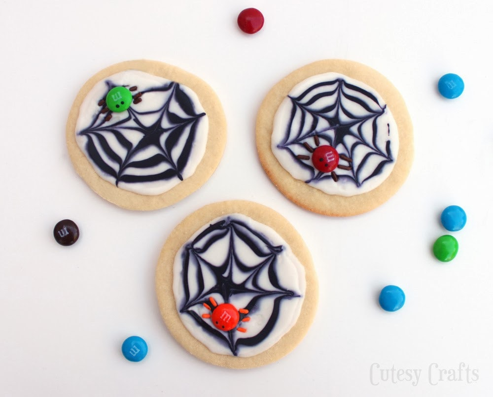 M&M's Spider Cookies - A fun Halloween dessert!