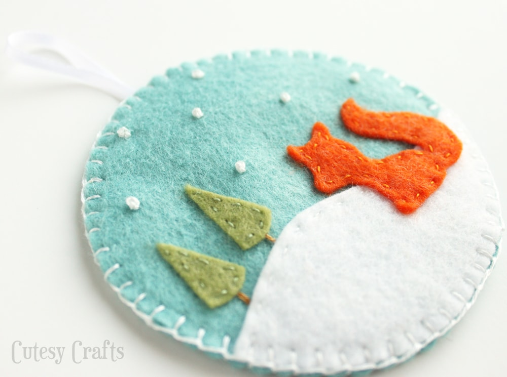 Deer and Fox Felt Christmas Ornaments with free patterns!