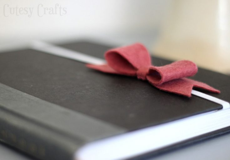 Felt Bow Bookmarks