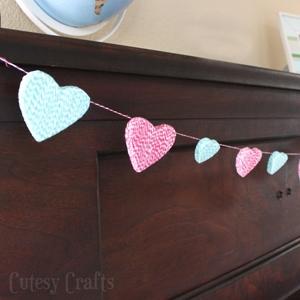 Baker's Twine Heart Garland
