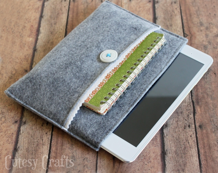 Stay organized with this awesome tablet that comes with T-Mobile FREE data! Plus make your own felt sleeve for it! #TabletTrio #shop #cbias