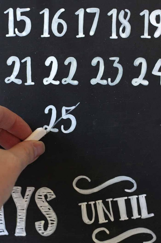 Chalkboard Christmas Countdown #ad #ShopConsumerCrafts