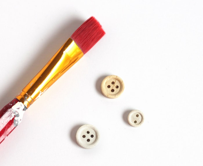 paint wooden buttons