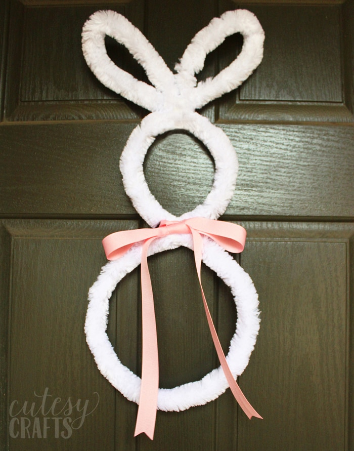 Easter Craft - Make a bunny out of a giant pipe cleaner to make a cute wreath or wall hanging.
