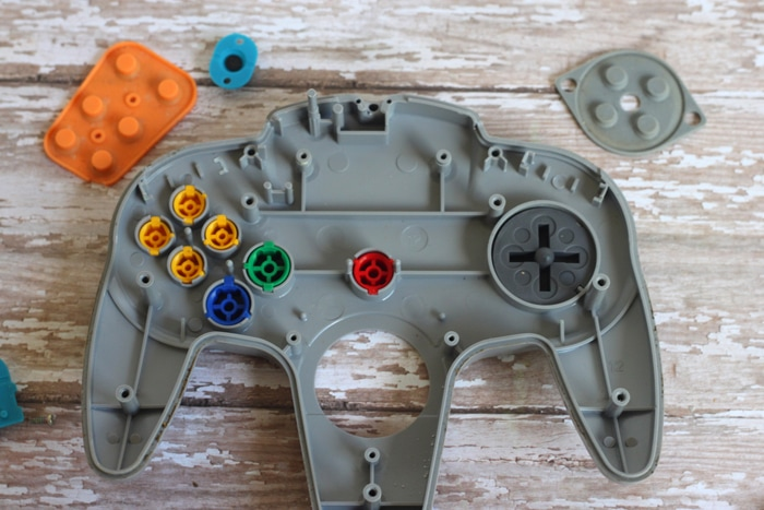 inside of nintendo 64 controller