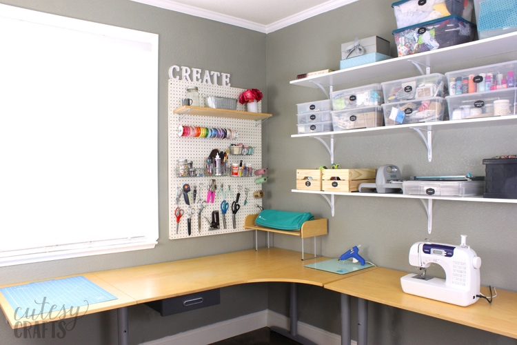 Inexpensive Craft Room Ideas - L Shaped Desk
