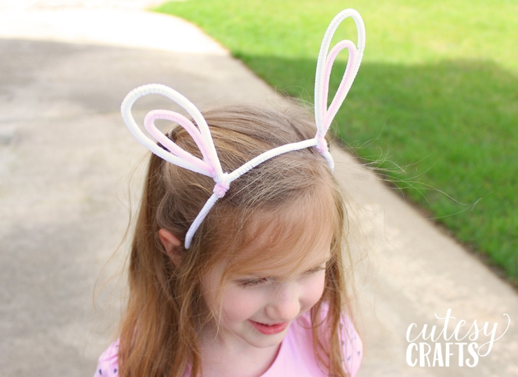 Kids Easter Craft - Pipe Cleaner Bunny Ears