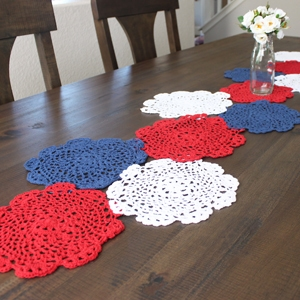4th of July Craft – Doily Table Runner