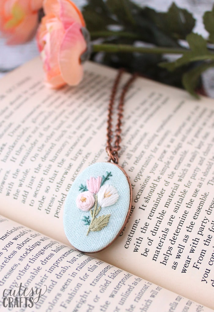 Embroidery Necklace with Flowers
