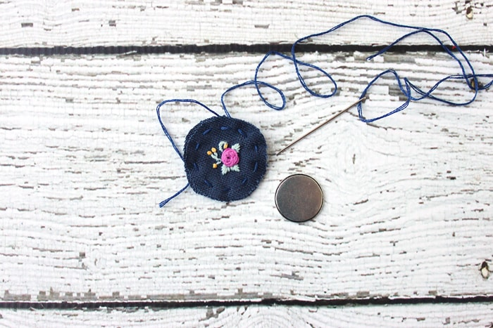 How to put embroidery in a necklace.