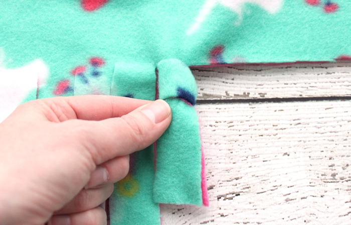 How to Make a Tie Blanket from Fleece