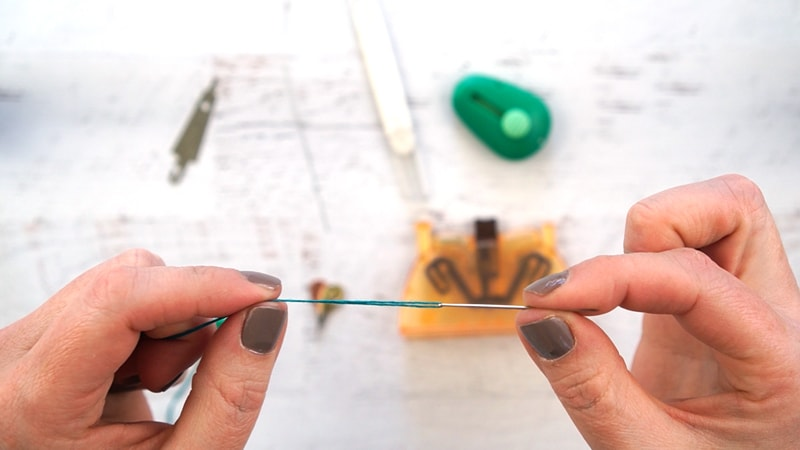 How to Easily Thread 6 Strands of Embroidery Floss on a Needle