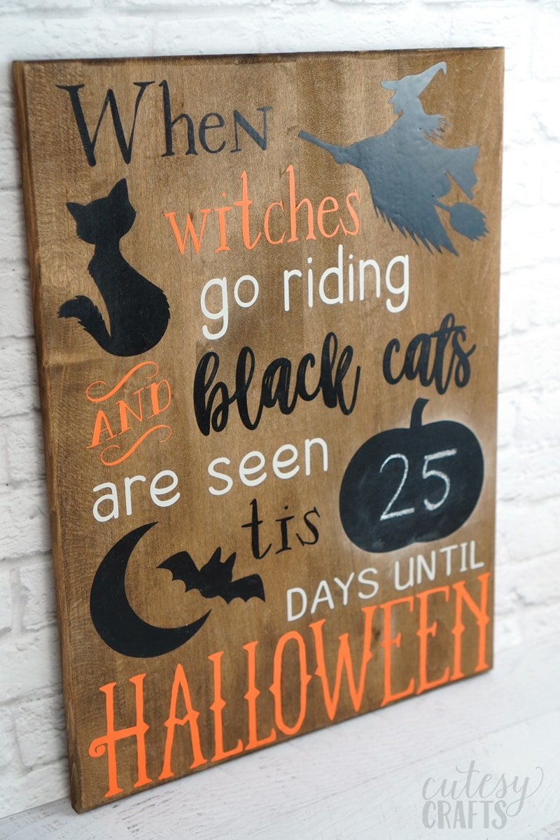 Cricut Halloween Decoration - Chalkboard countdown with free Halloween svg cut file.
