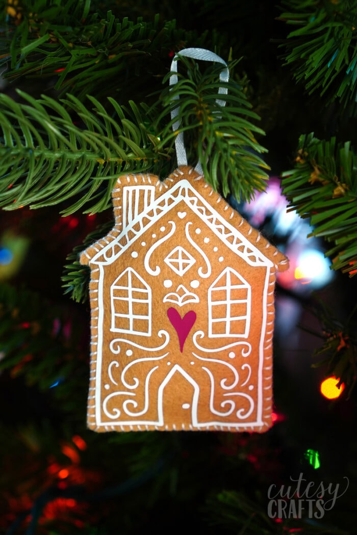 Cricut Felt Gingerbread House Ornaments